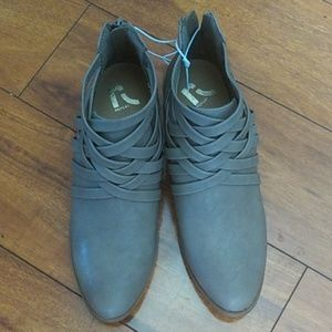 Report ankle boots size 8½